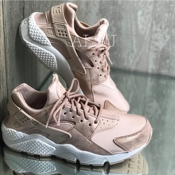 check out 5b637 913a8 Nike Huarache Run Particle Beige Peach W AUTHENTIC NWT